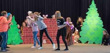 Grundschüler proben für Theaterpremiere am 25 März
