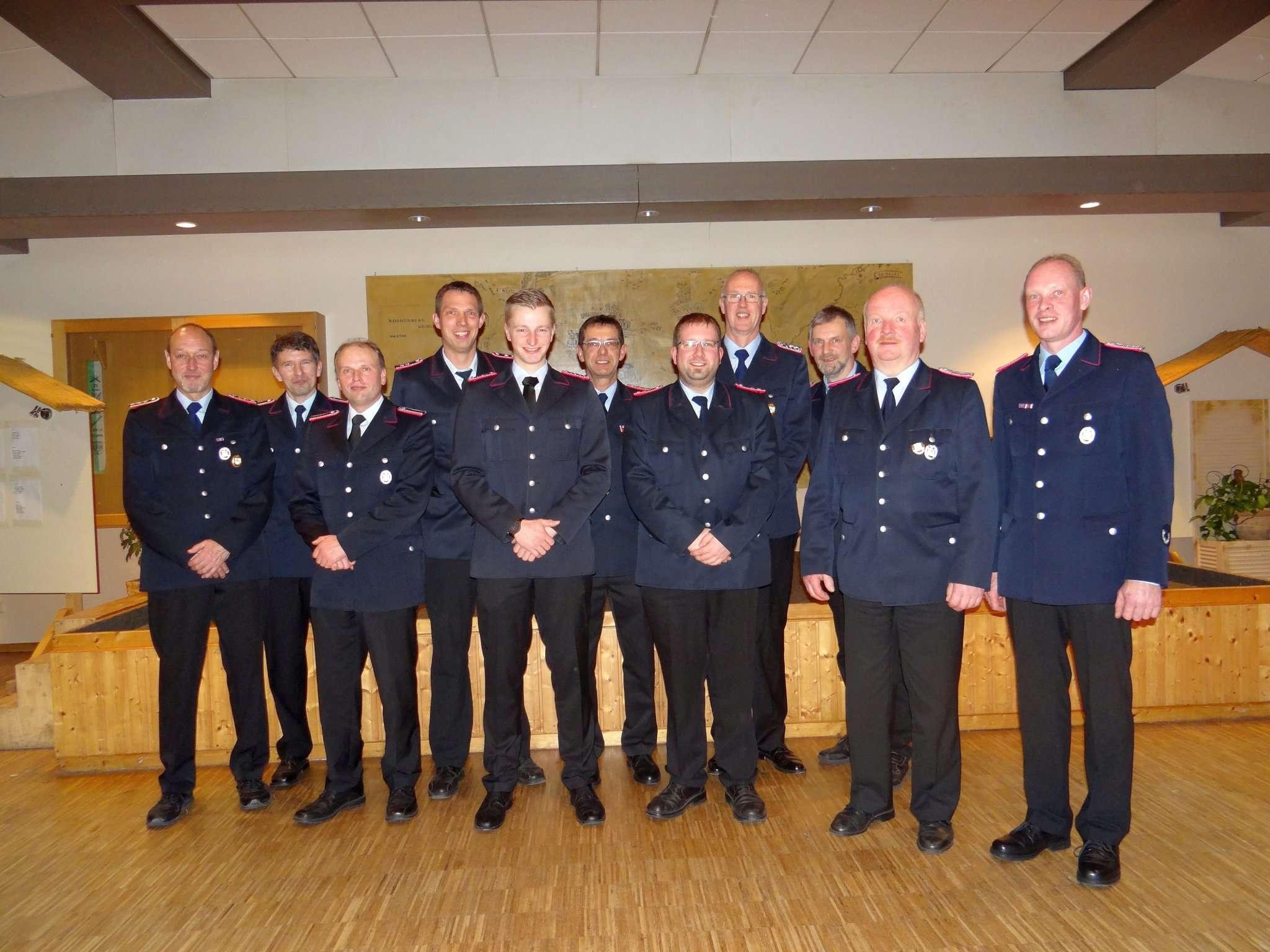 Beförderungen und Ehrungen waren Bestandteil der Jahreshauptversammlung der Helvesieker Feuerwehrleute.