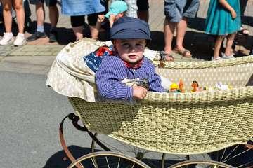 Umzug des Beeke-Festivals begeistert knapp 2.000 Zuschauer