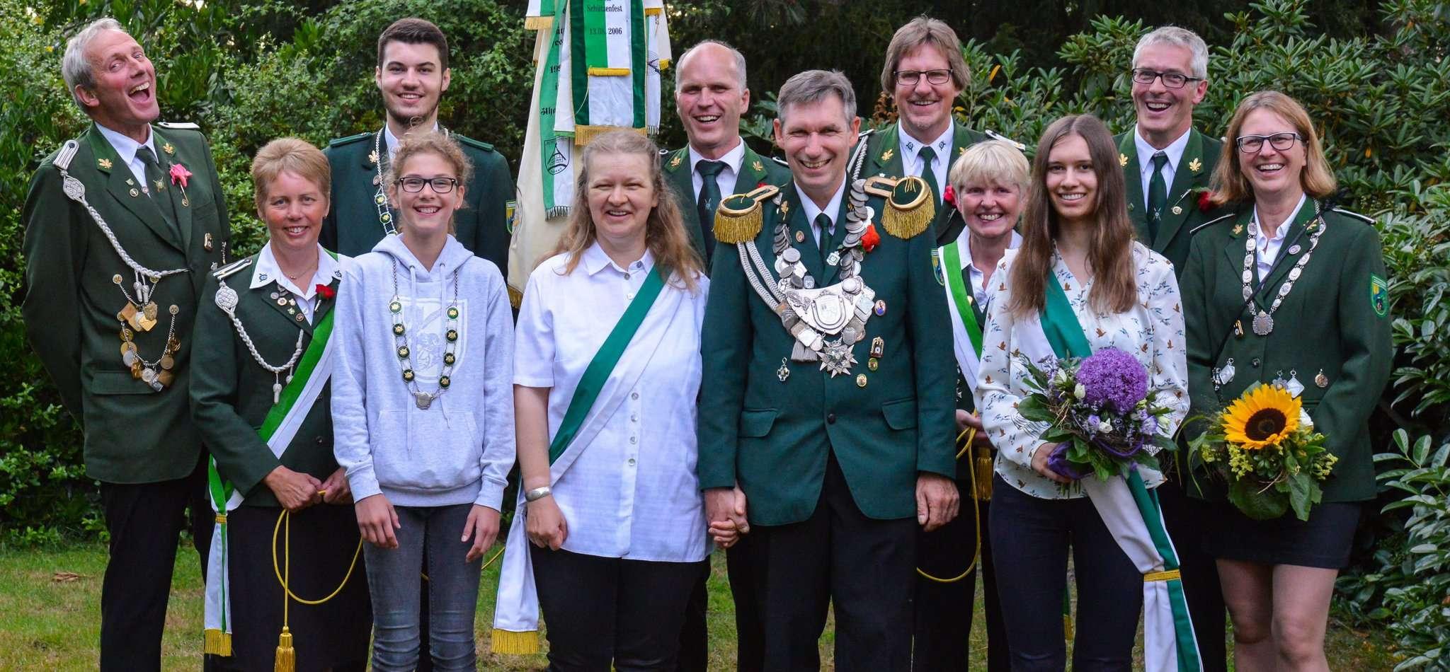 Hatten den Schalk im Nacken: die neuen Jeersdorfer Majestäten. Fotos: Klaus-Dieter Plage