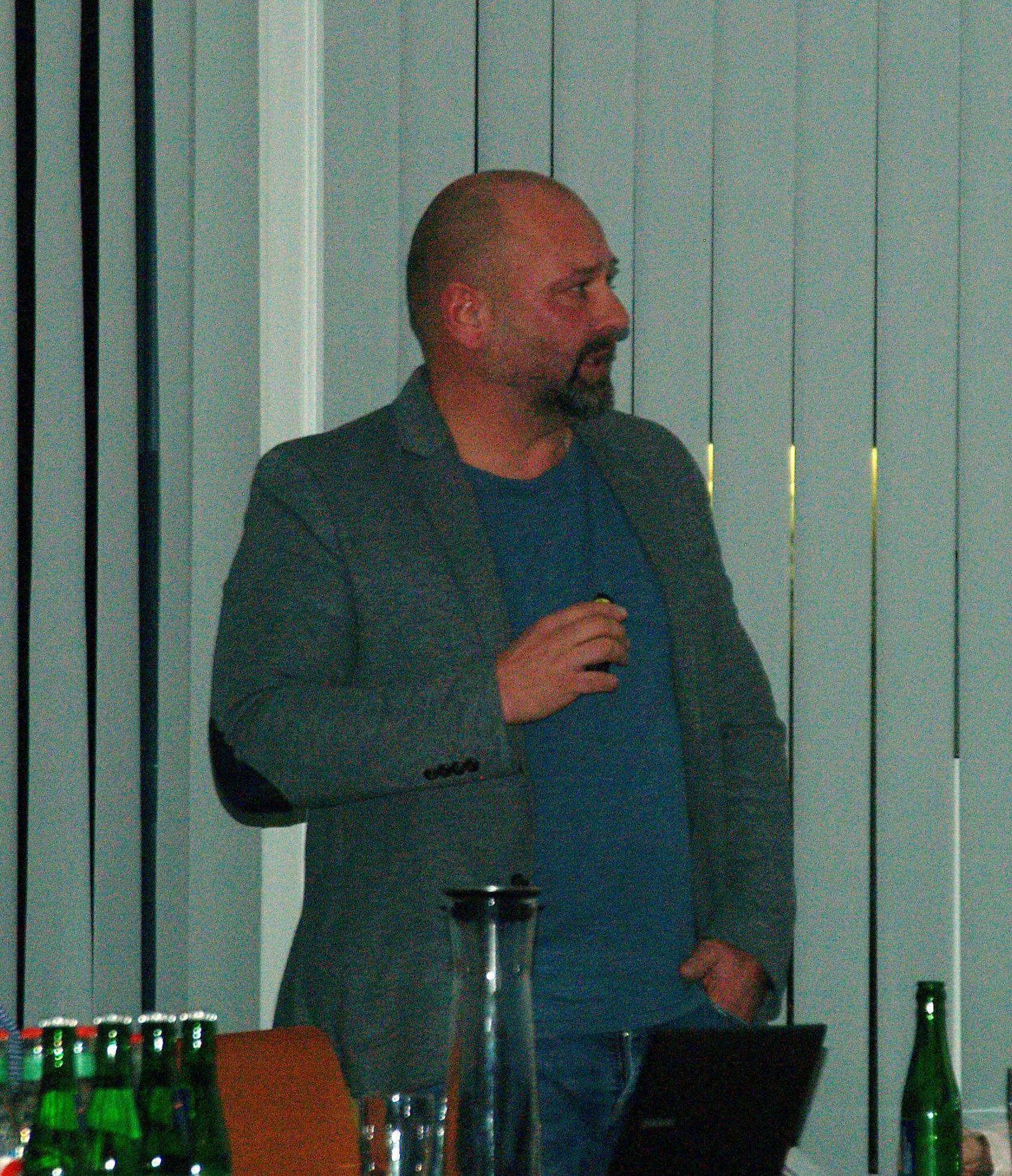 Schulleiter Frank Lehmann sprach sich für ein gemeinsames Digitalkonzept aus. Foto: Sünje Lou00ebs