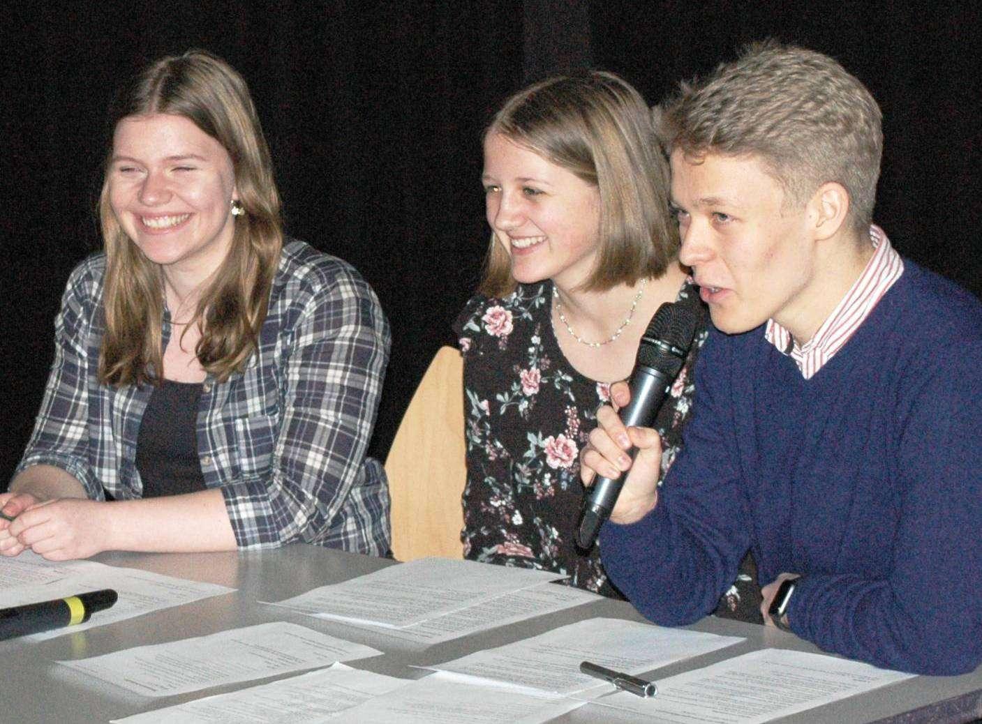 Die Veranstaltung moderieren die Jugendlichen selbst.