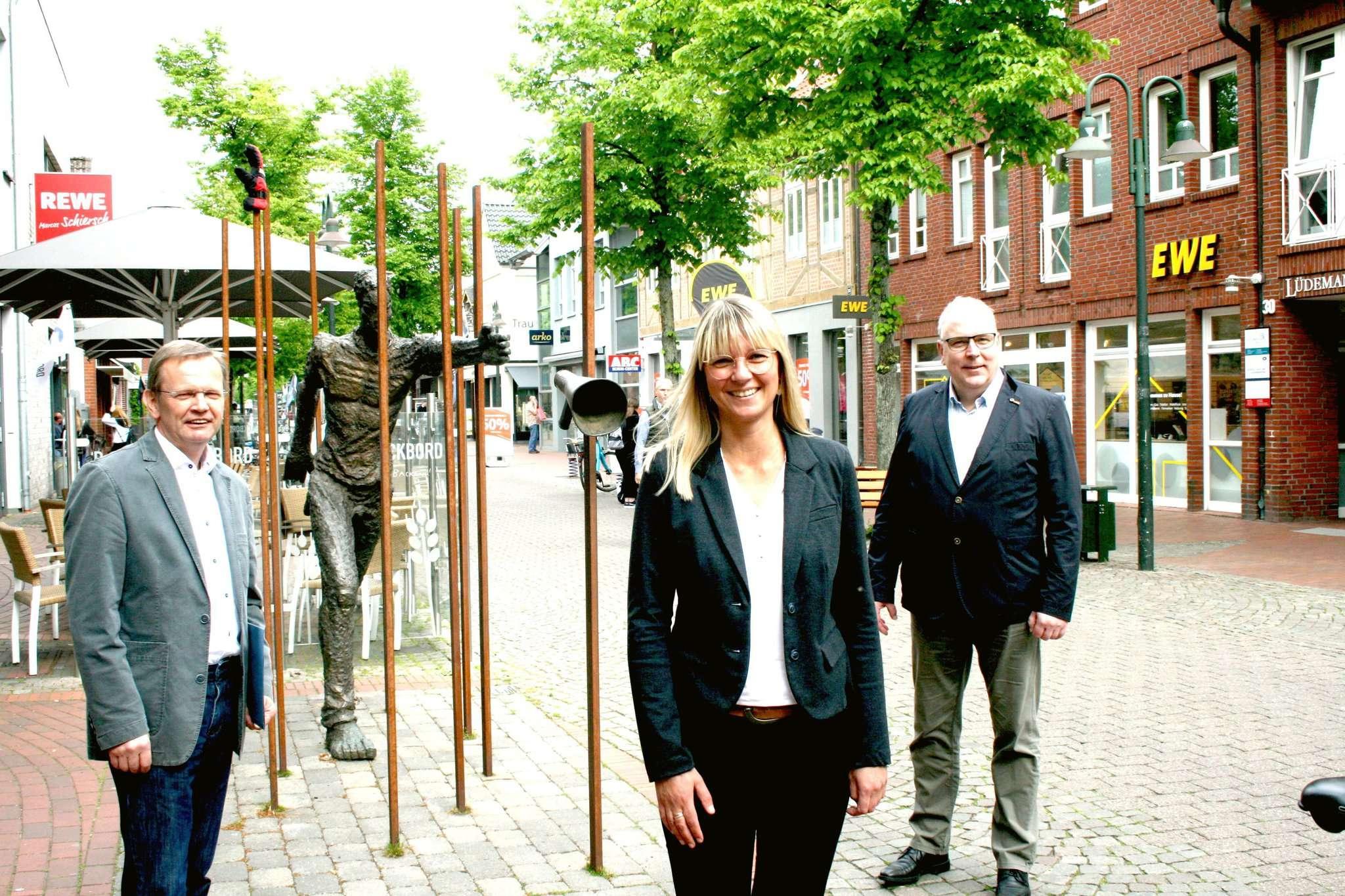 Geht es nach dem Willen des Vorstandes der Scheeßeler CDU, so wird Ulrike Jungemann u2013 hier mit dem Fraktionsvorsitzenden Dirk Lange u2013 die nächste Bürgermeisterin des Beekeortes. Foto: Jens Lou00ebs