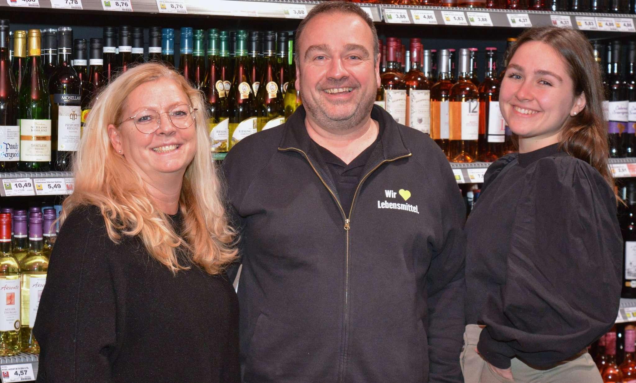 Freuen sich auf den neuen Standort: Annette (von links), Markus und Malin Ahrens. Foto: Klaus-Dieter Plage
