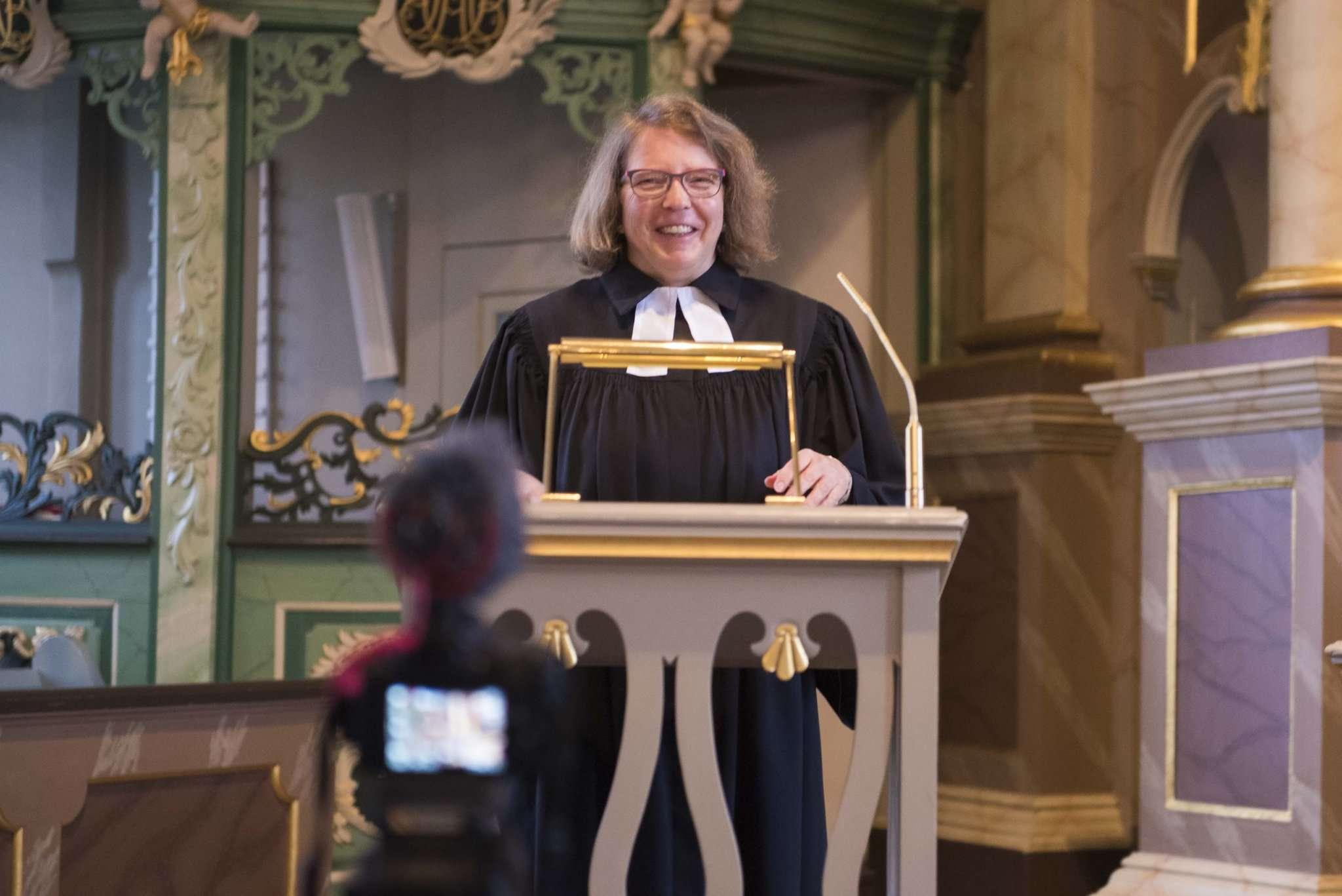 Scheeßels neue Pastorin, Johanna Schröder, freut sich auf Kirche und Festival. Foto: Ulla Heyne