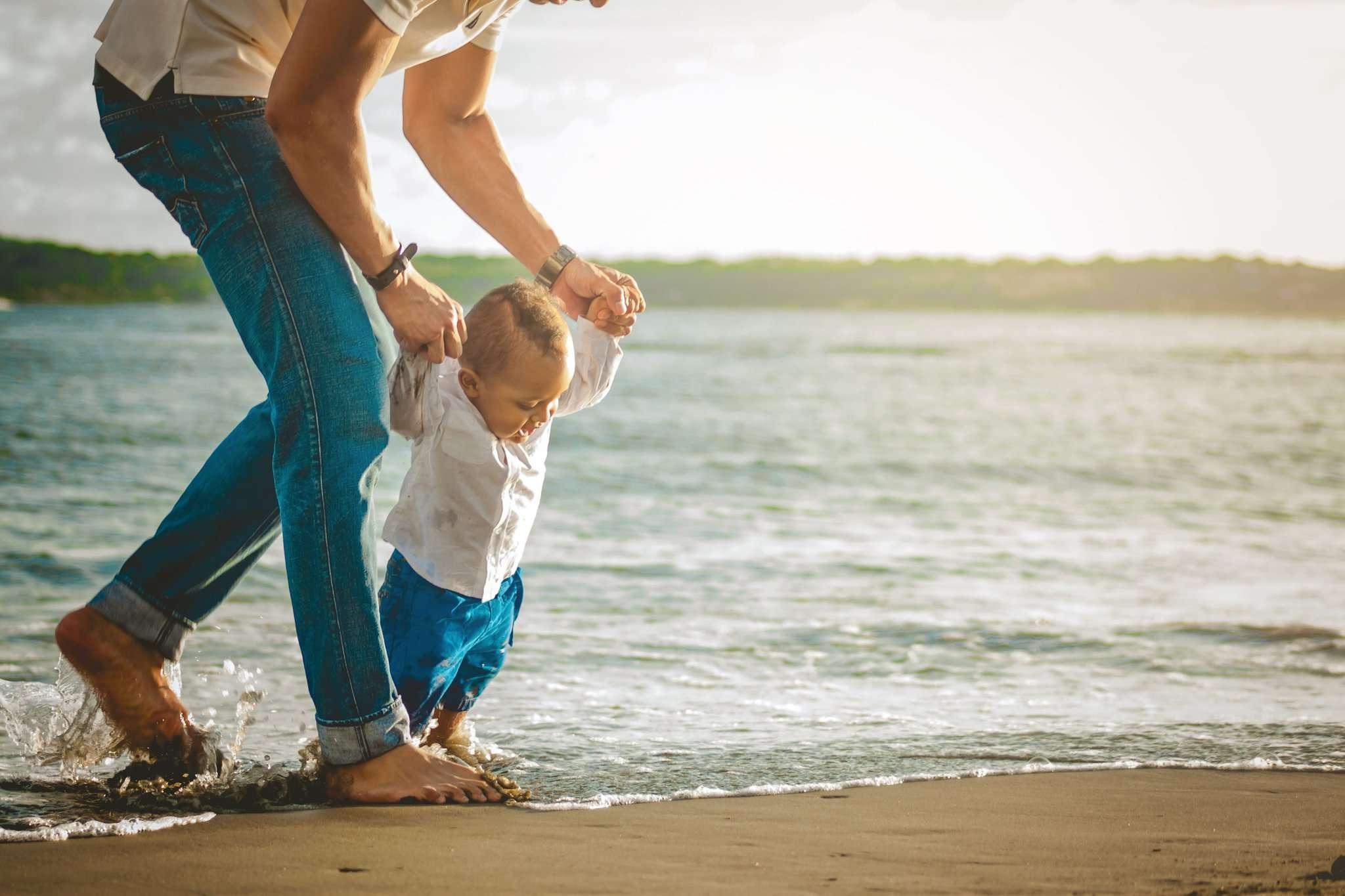 Die ersten Schritte mit Kind sind schwierig.