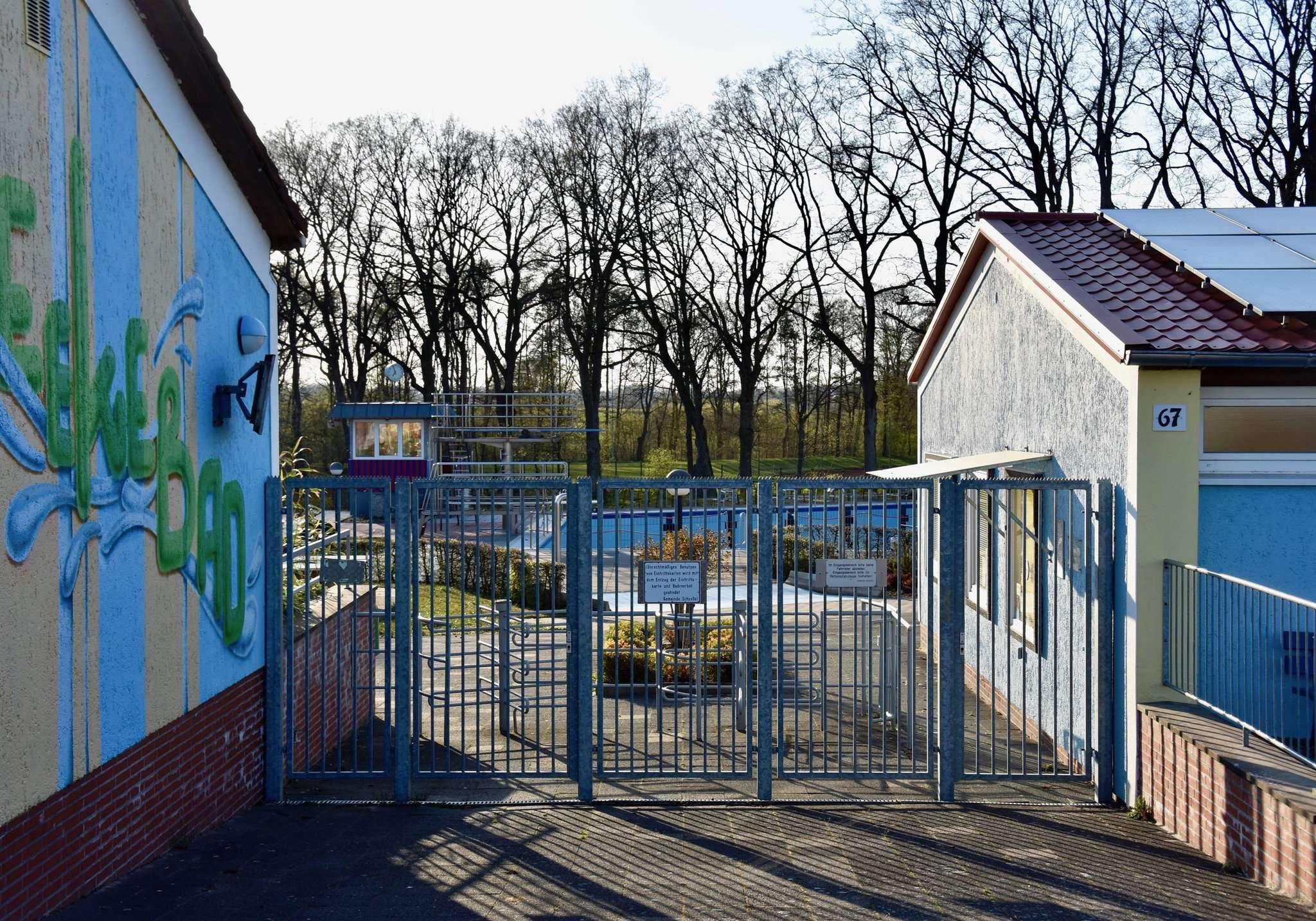 Die Türen im Beekebad bleiben vorerst geschlossen Foto: Judith Tausendfreund