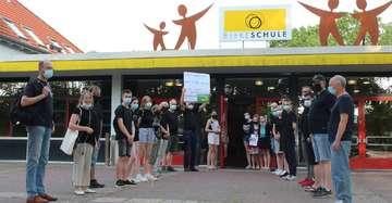 Bürger demonstrieren gegen KnotenpunktLösung  VON ANNCHRISTIN BEIMS