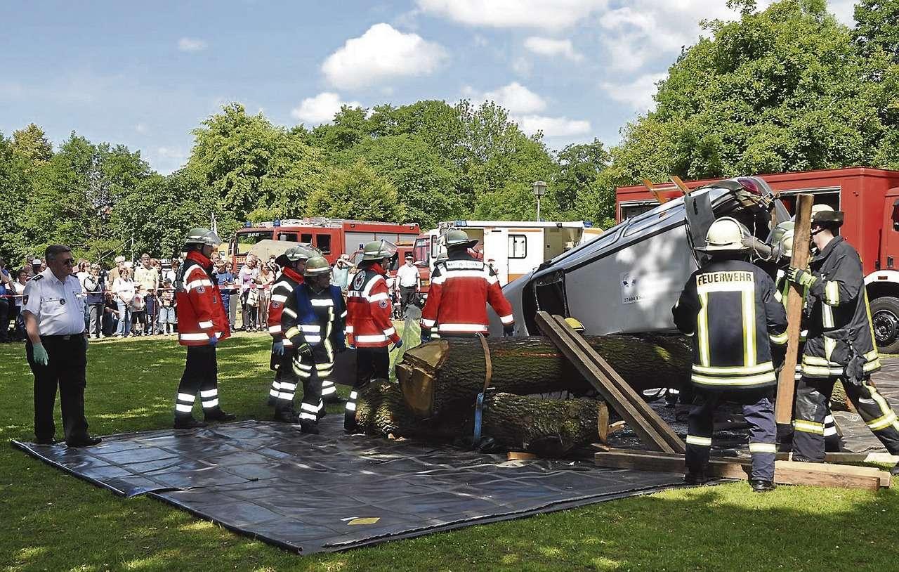 Der simulierte Verkehrsunfall verdeutlichte die Bedeutung einer gut funktionierenden Zusammenarbeit aller Beteiligten.