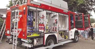 Neues TLF 3000 offiziell an Feuerwehr übergeben