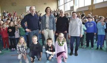 Grundschule verteilt Erlös aus Sponsorenläufen