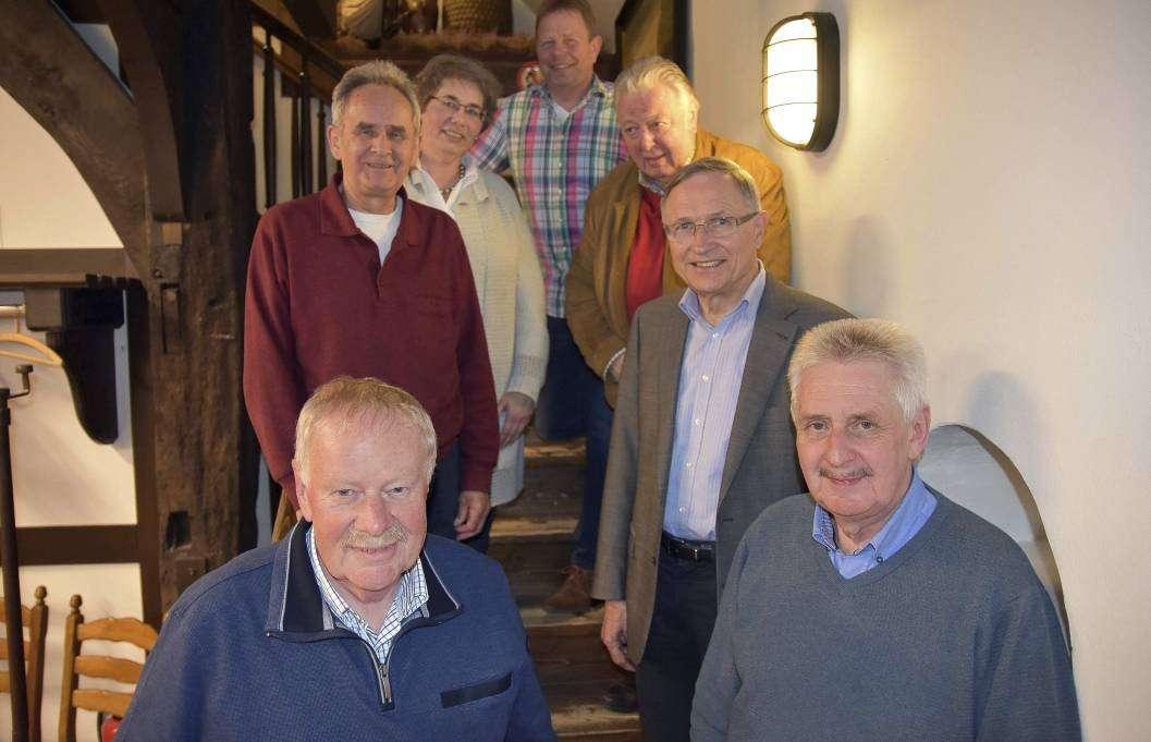 Die Vorstandsmitglieder Hartmut Vollmer, Hans Hauschild, Erwin Bachmann, Heinz-Hermann Evers, Regina Suhr, Wilhelm Gohde und Günter Dittmer (von links unten).