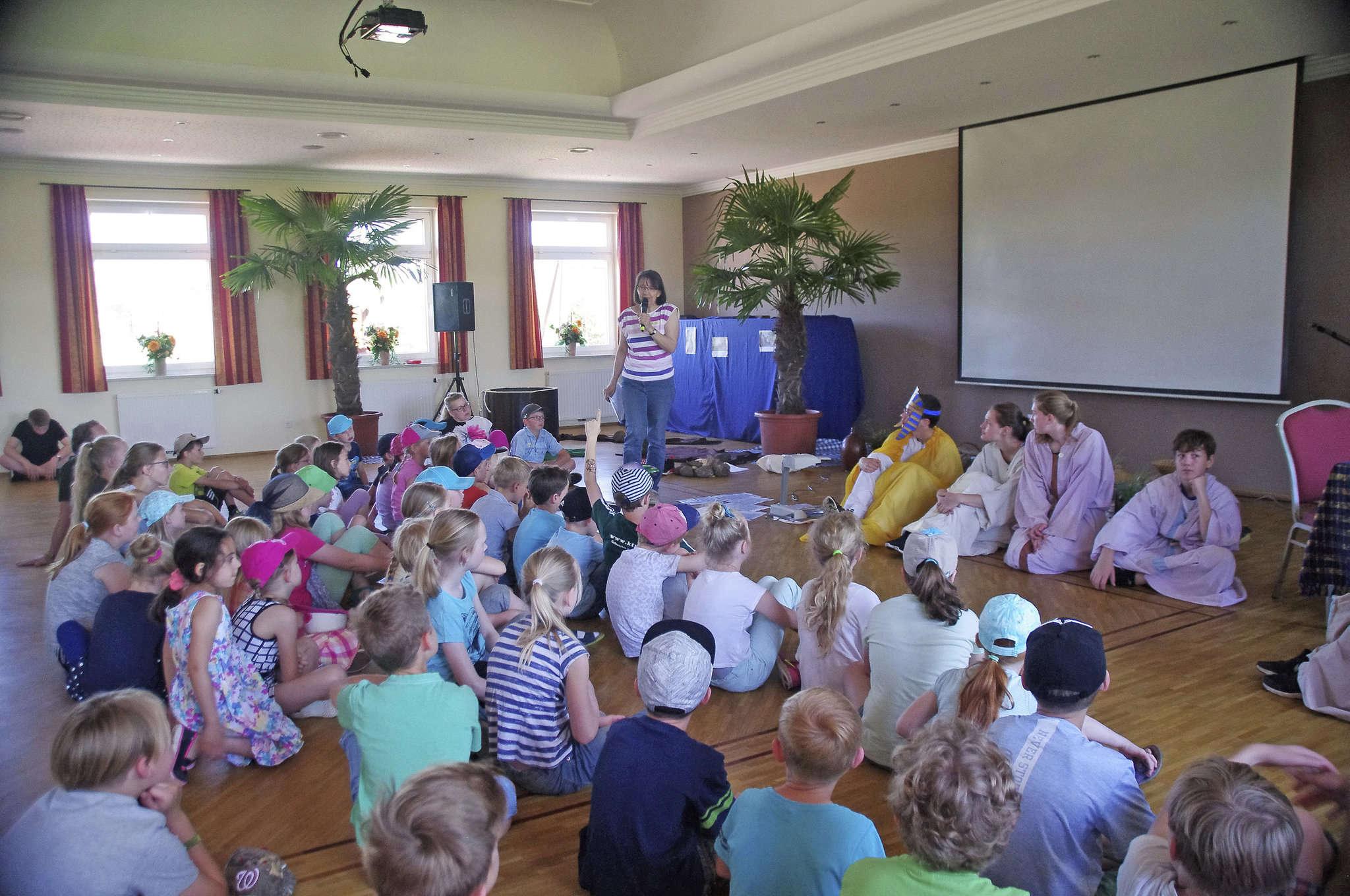 Rund 50 Mädchen und Jungen erlebten beim Kinderbibeltag die Geschichte von Josef aus dem alten Testament.