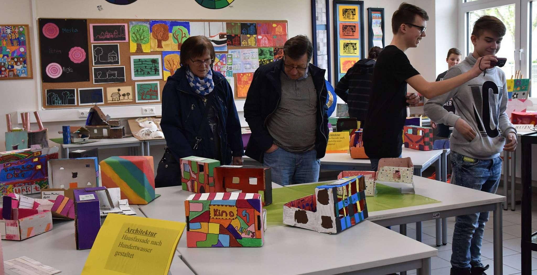 Die Schüler hatten bei der Anfertigung ihrer Objekte sichtlich Kreativität walten lassen. Fotos: Heidrun Meyer