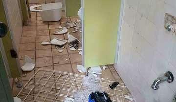 Öffentliche Toiletten beim Mühlenteich komplett zerstört