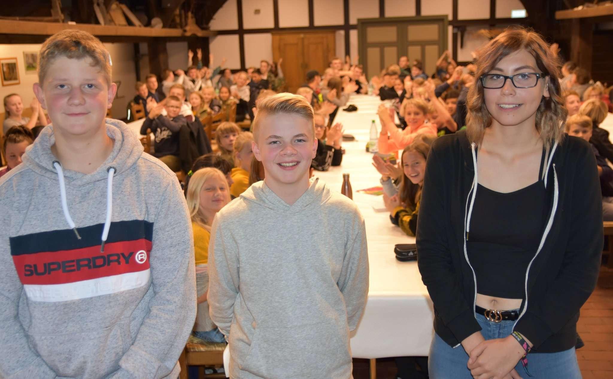 Lüder Wölbern (Mitte), Jonas Meyer und Sarah Dill bilden das neue Schülersprecherteam der KGS Sittensen. Fotos: Heidrun Meyer