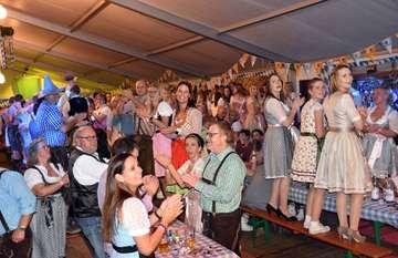 Beste Festzeltlaune bei Oktoberfestgaudi des Blasorchesters