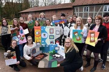 Schüler des Leistungskurses Kunst stellen in Wassermühle aus
