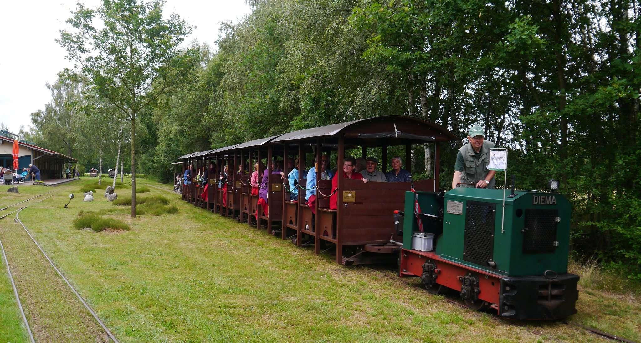 Die Moorbahn fährt ab sofort auch samstags interessierte Besucher ins Tister Bauernmoor.