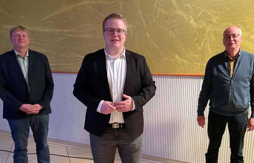 Vorsitzender Nico Burfeind (Mitte) mit seinen Stellvertretern Dirk Detjen (links) und Harald Schmitchen.