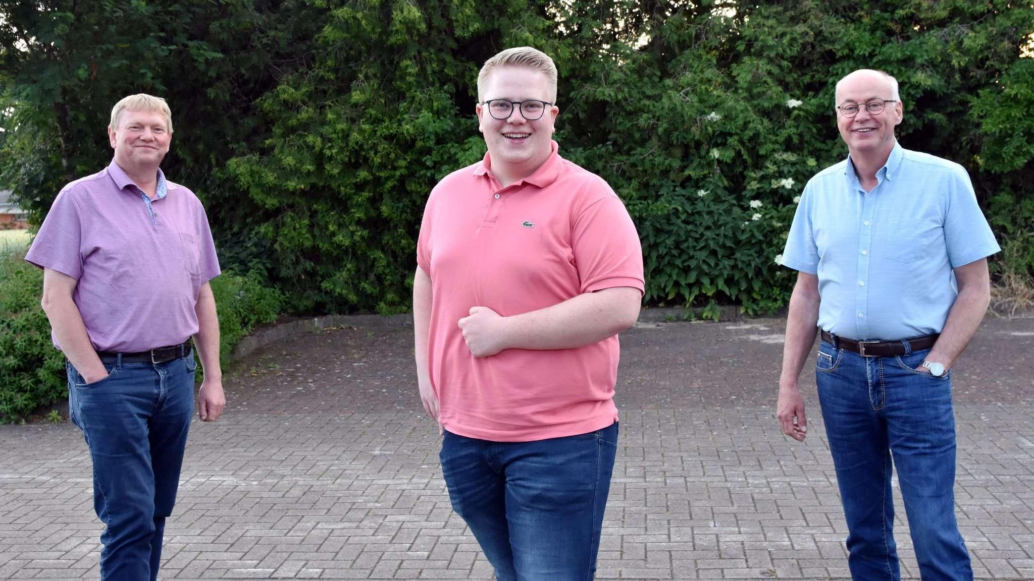 Gemeindeverbandsvorsitzender Nico Burfeind (Mitte) mit Stellvertreter Harald Schmitchen (rechts) und Vorstandsmitglied Dirk Detjen. Foto: Heidrun Meyer