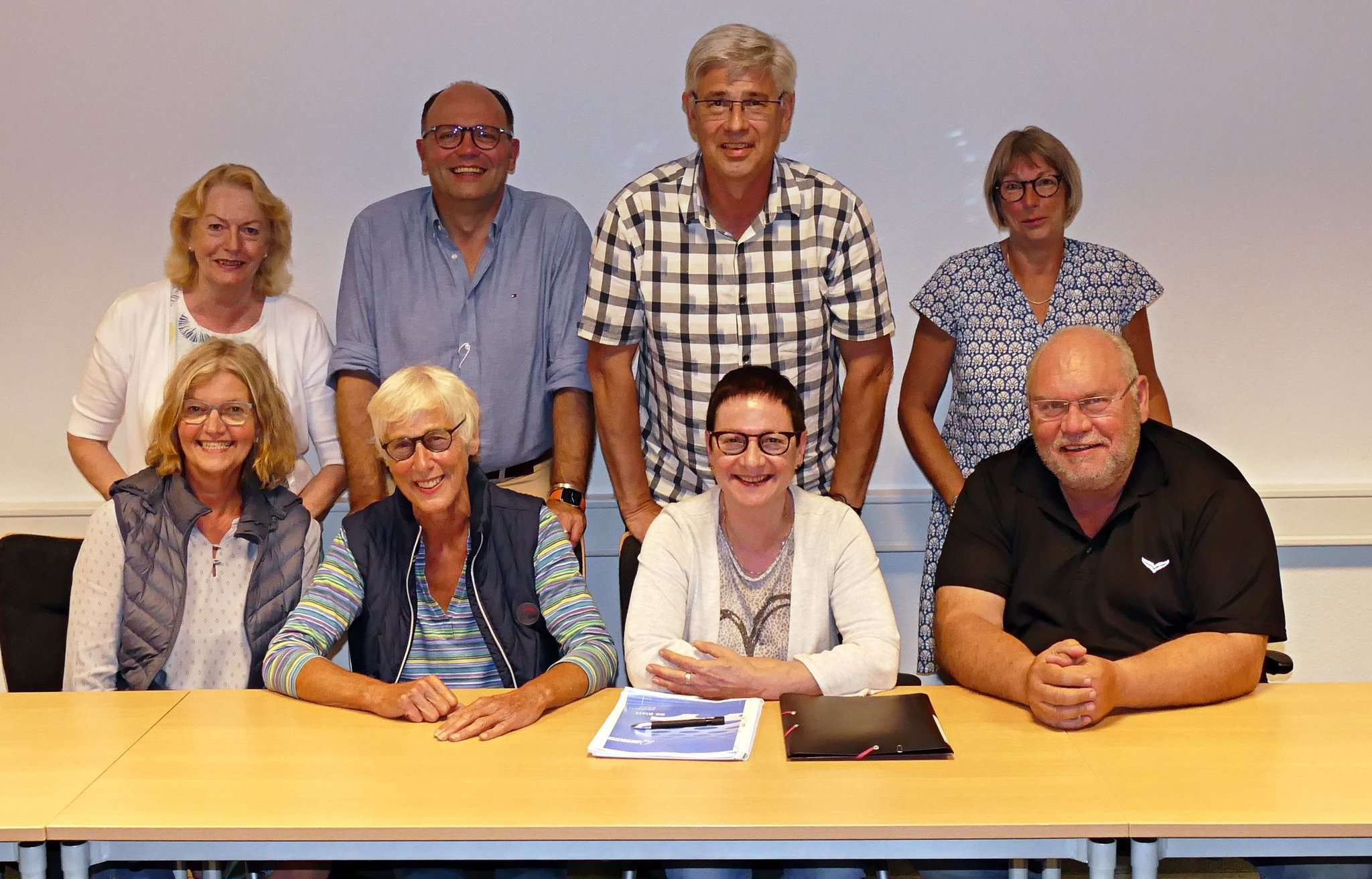 Der Vorstand des Vereins um die neue Vorsitzende Ingrid Kohner (vorne, Zweite von links) möchte seine Arbeit im Sinne des verstorbenen Vorsitzenden fortsetzen.
