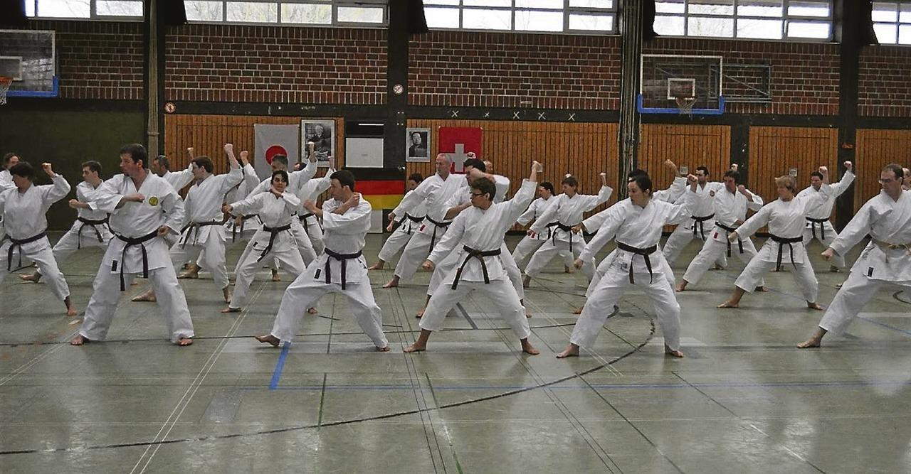 Im vergangenen Jahr feilten die Karateka zusammen mit Dan-Träger Jean-Pierre Fischer an ihrer Choreographie.