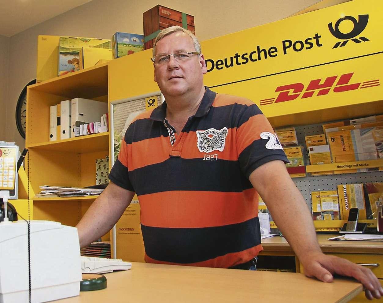 Thomas Preuß in der Postfiliale: