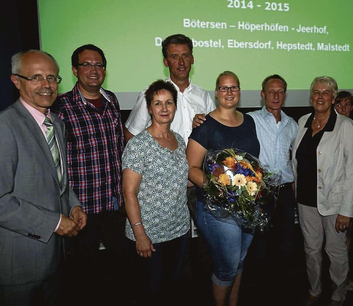 Hermann Luttman (links) beglückwünschte die engagierten Bürger aus Bötersen.