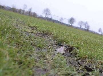 Wegen Spritztour auf dem Rasen Sonntagsspiel steht auf der Kippe