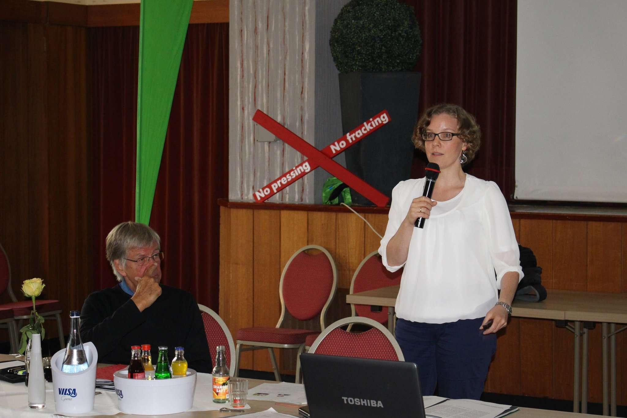 Julia Verlinden referierte über Fracking und die Energiepolitik in der Bundesrepublik.