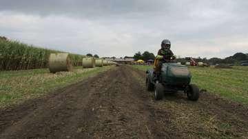 Rasenmäherrennen in Stapel