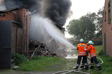 Bittstedt Mehr als 140 Kräfte kämpfen gegen Flammen