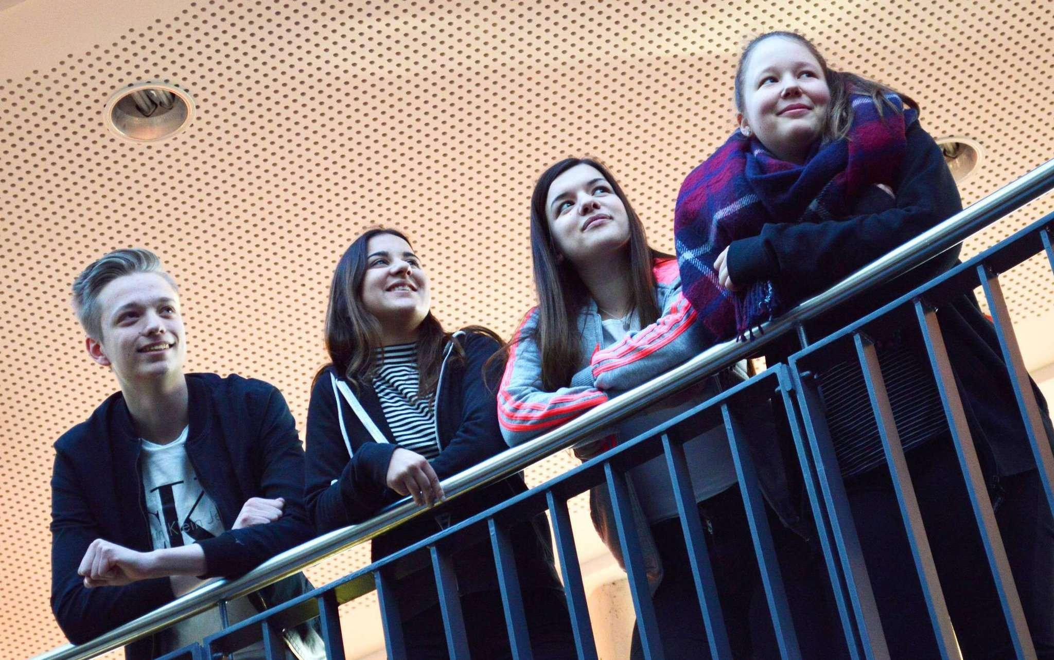 Schüler im Einsatz für das Winterkonzert. Von links: Marvin Heinrich, Melissa Ciftci, Alexa Maia und Emma Bosselmann.