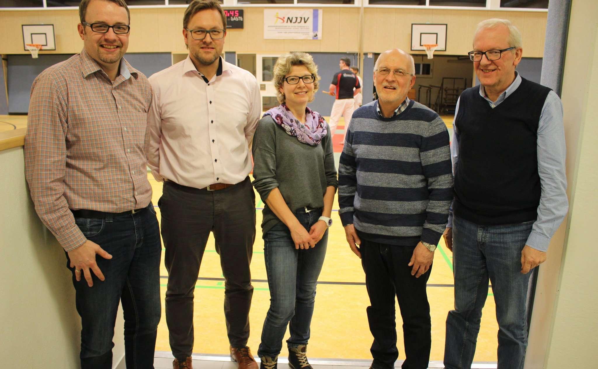 Der Vorstand des TuS Ahausen in der Sporthalle Ahausen.