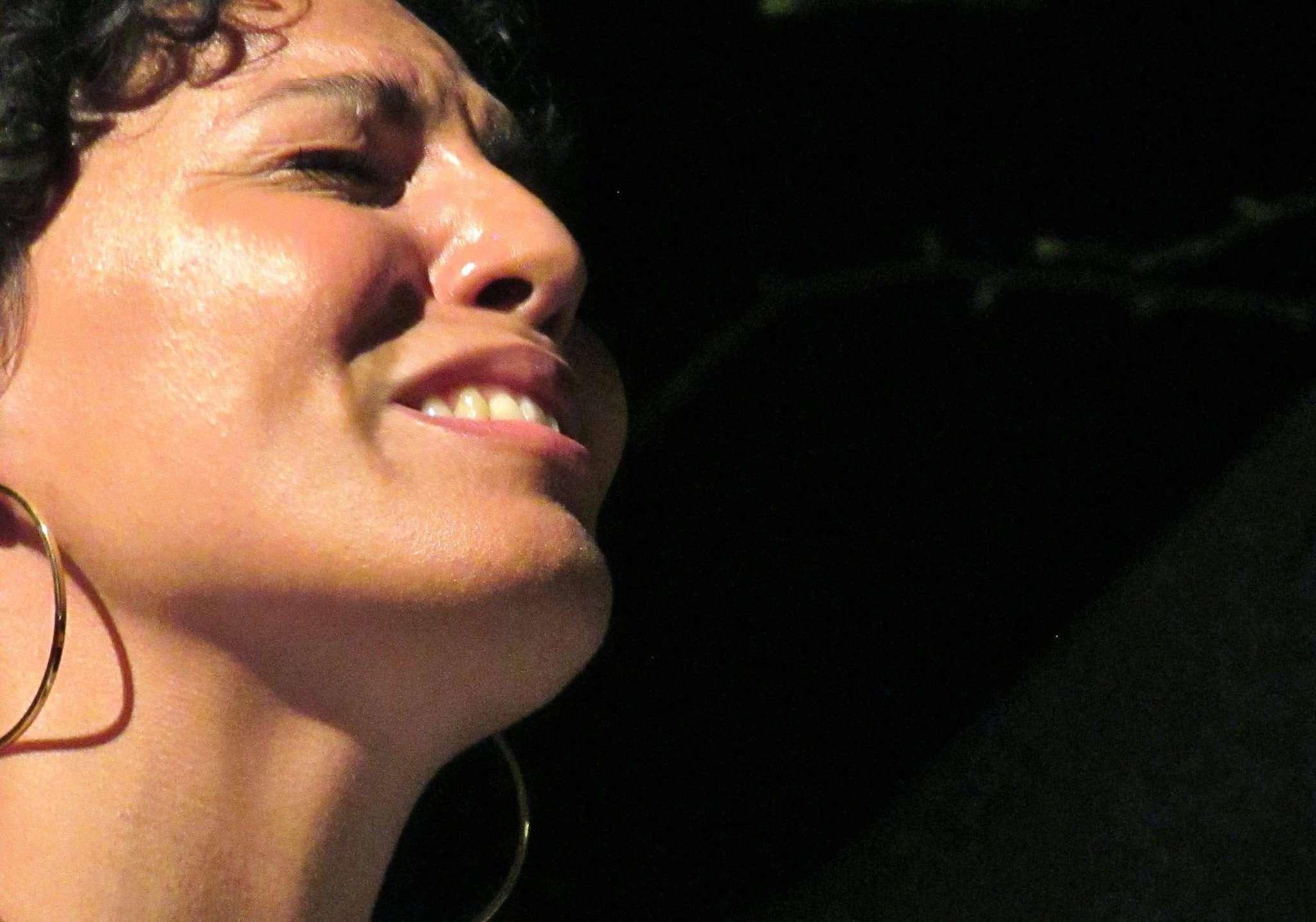 Die Jazzpianistin Marialy Pacheco begeisterte in Hellwege.