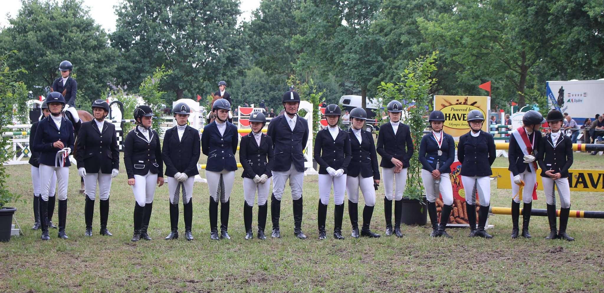 Die Kreismeister und Platzierten bei der Siegerehrung.