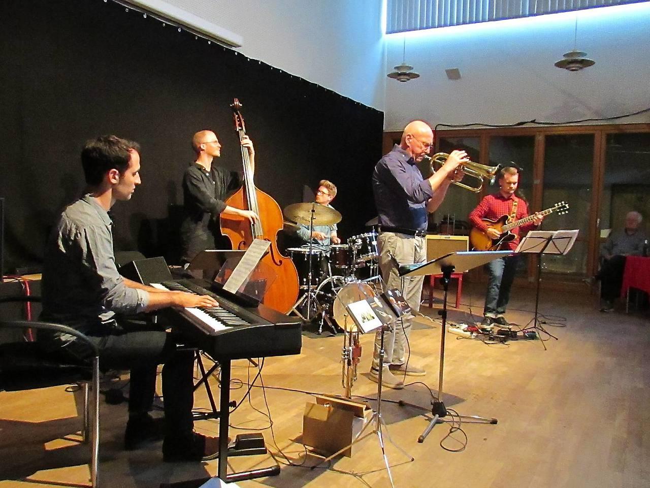 Fünf Musiker, ein Genre: Das Beckerhoff-Quintett entführte das Publikum im Huk in die Welt des Jazz.