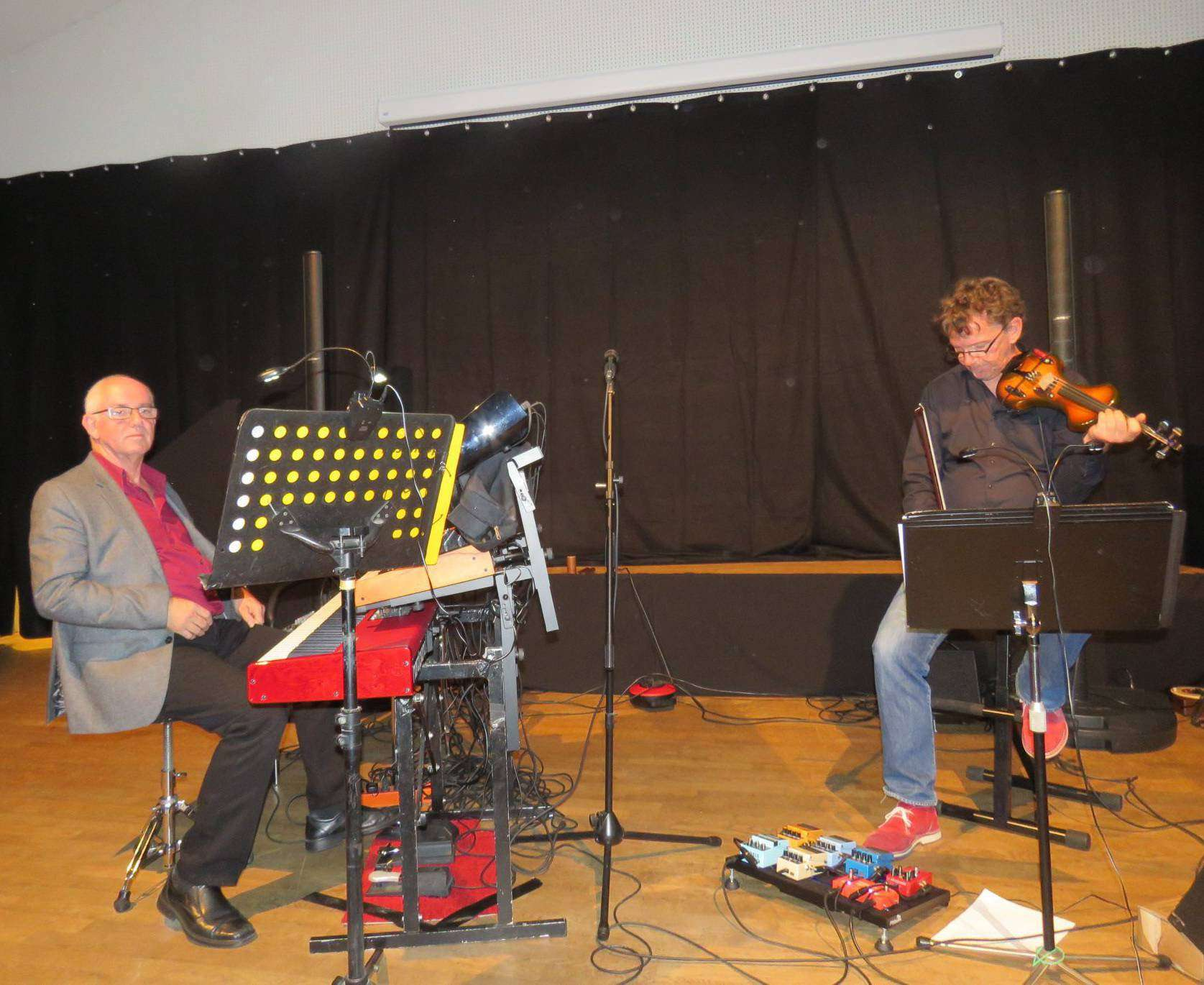 Foto links: Jan Christoph und Thomas Schneeberger boten Free-Jazz; Foto rechts: Evelin Gramel und Thomas Brendgens-Mönkemeyer präsentierten auch Stücke ihrer aktuellen CD