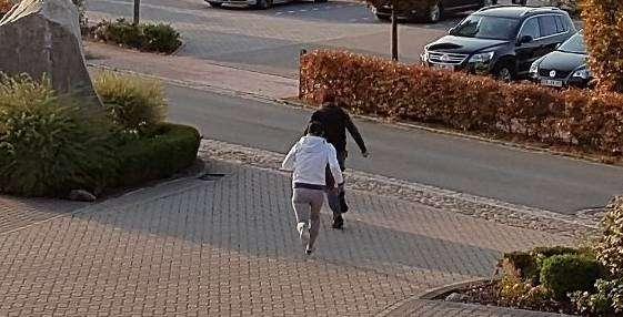 Mit diesem Foto fahndet die Rotenburger Polizei unter anderem nach den flüchtigen Tätern.