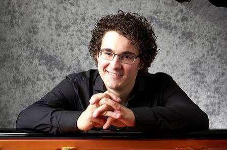 Artem Yasynskyy spielt beim Klavierabend in Hellwege zum inzwischen vierten Mal.
