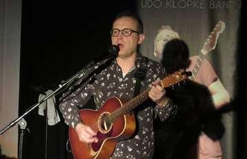 Udo Klopke spielt im Ahauser Kulturhof eigene Werke