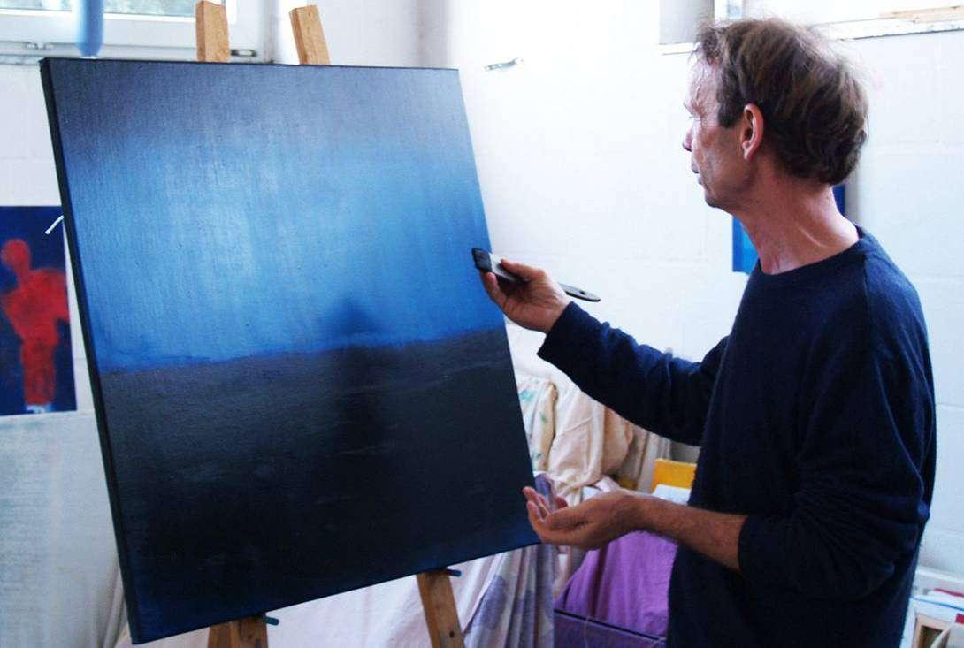 Ein Blick über die Schulter des Künstlers: Wolfgang Voigt in seinem Atelier in Wennigsen/Deister