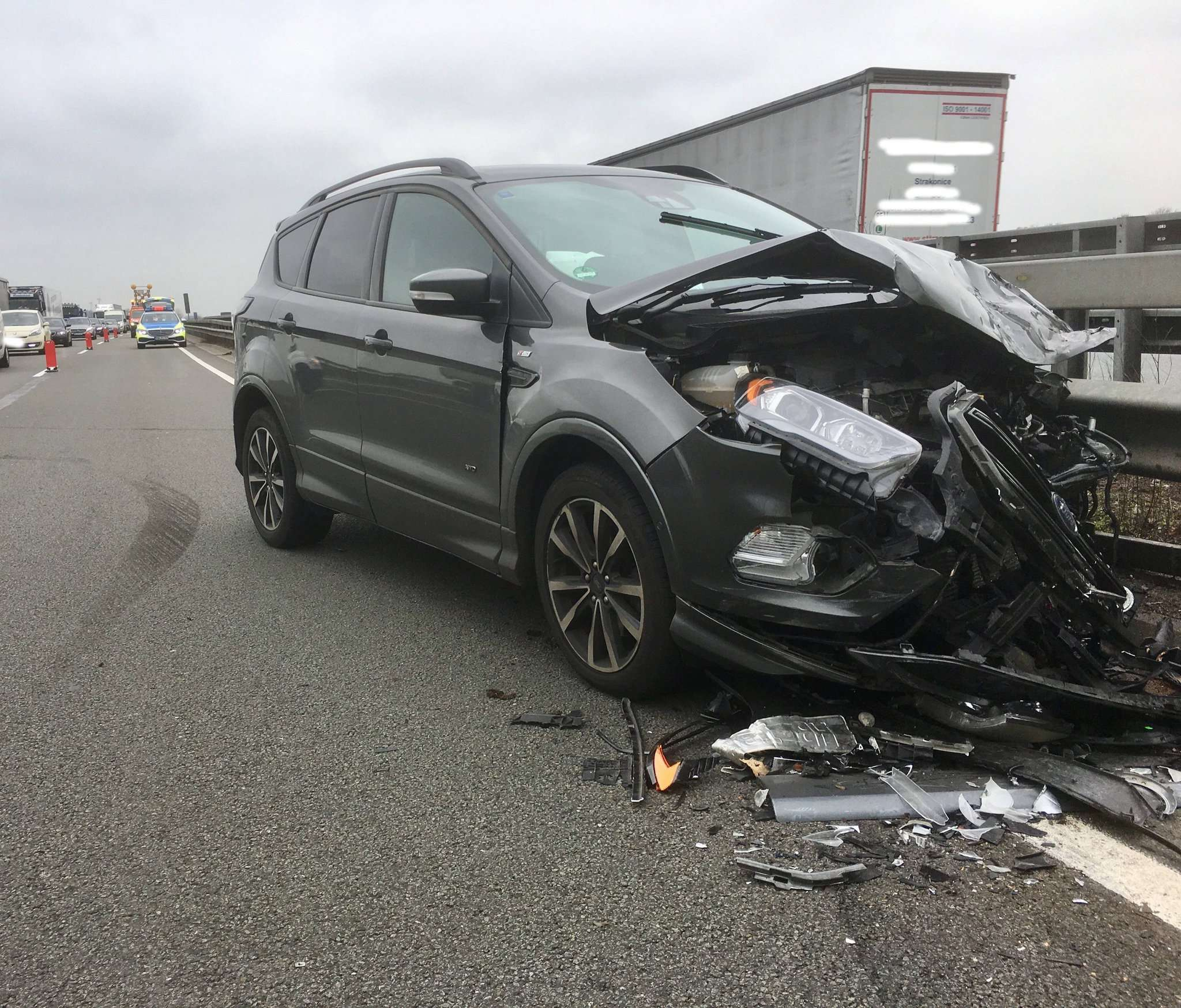 Totalschaden an einem der unfallbeteiligten Wagen