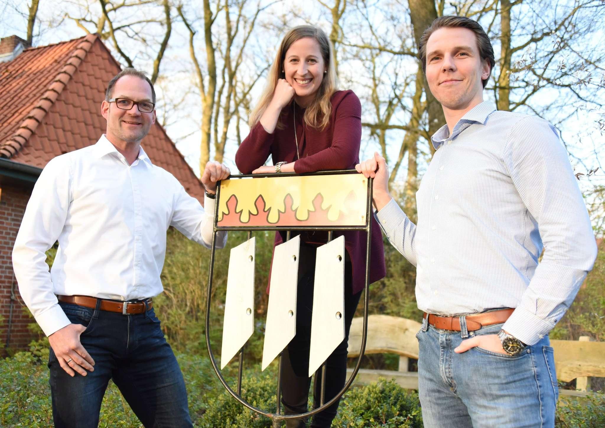 Ein Wappen, drei Dörfer: Cord Trefke (von links), Jana Hoops und Jan Müller sind sicher, dass die Gemeinde Bötersen beim Bundesentscheid von