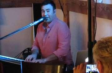 Konzert im Caf� Paul Eastham spielt in Haberloh