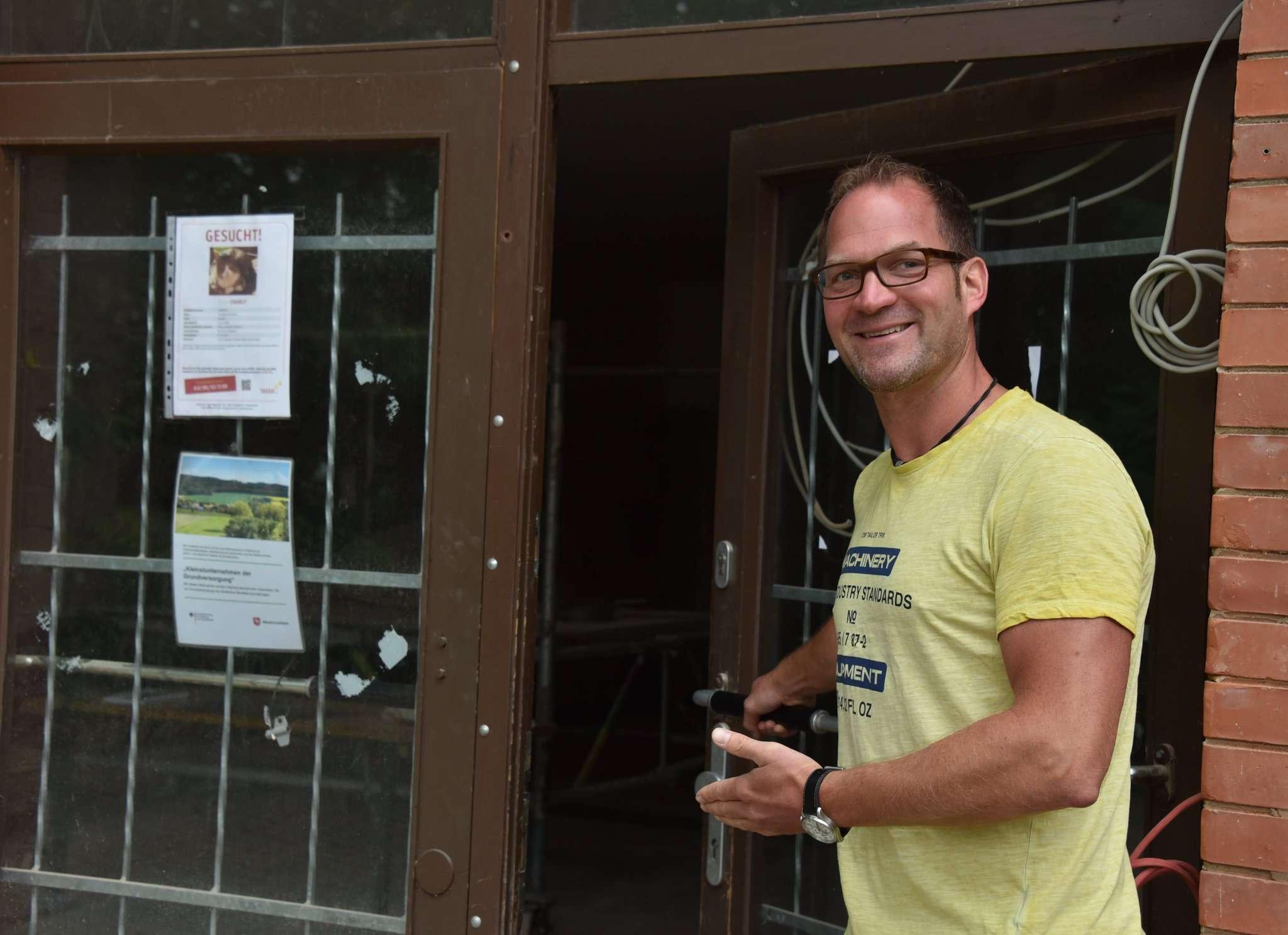 Cord Trefke gewährt Einblicke in die Baustelle Dorfladen.