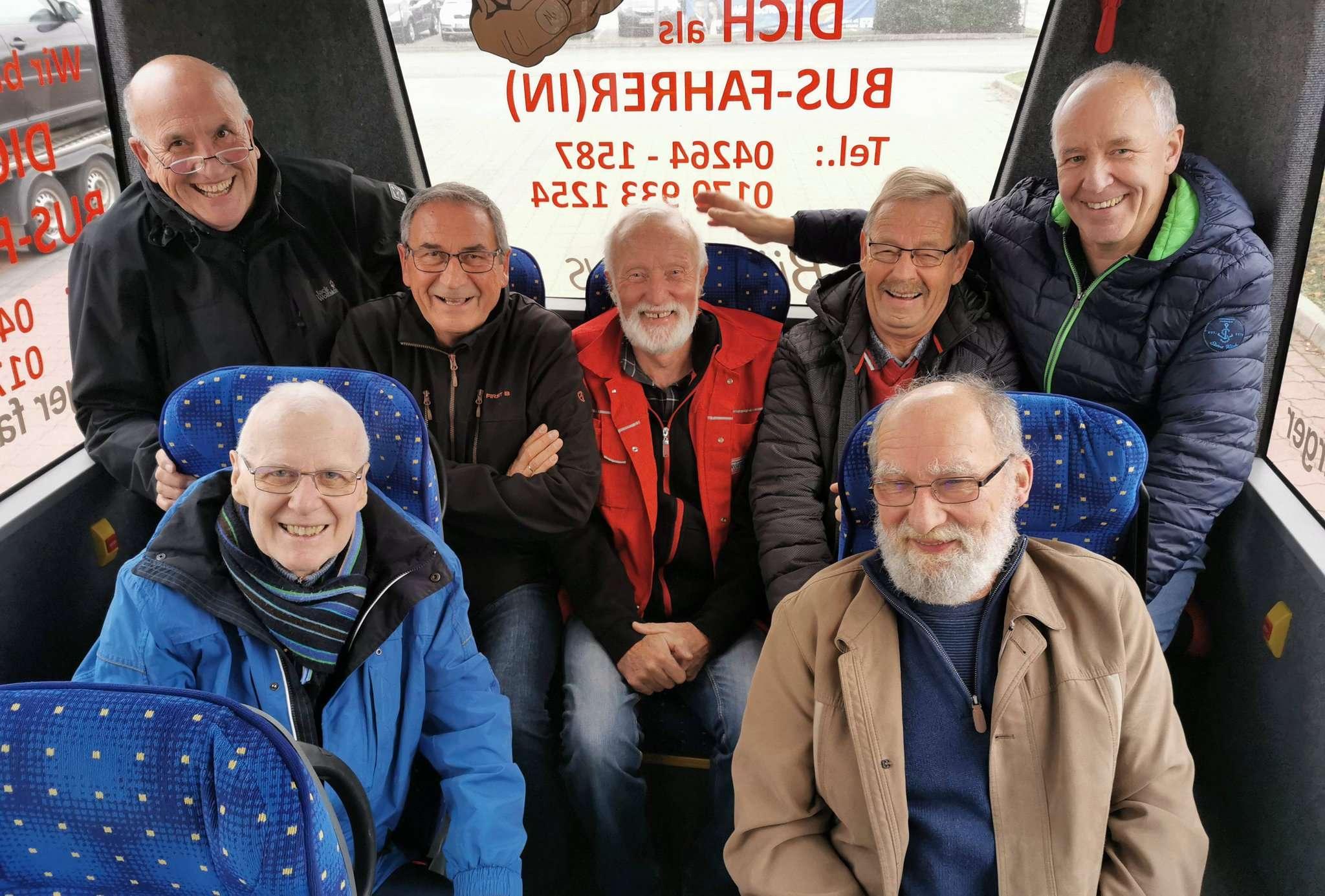 Gleich sieben Fahrer gehen in den Ruhestand. Von links: Hans Manthey, Günter Schierloh, Werner Klooß, Ulrich Thiart, Thomas Warschke, Johannes von Wenczowski und Hartmut Worthmann.