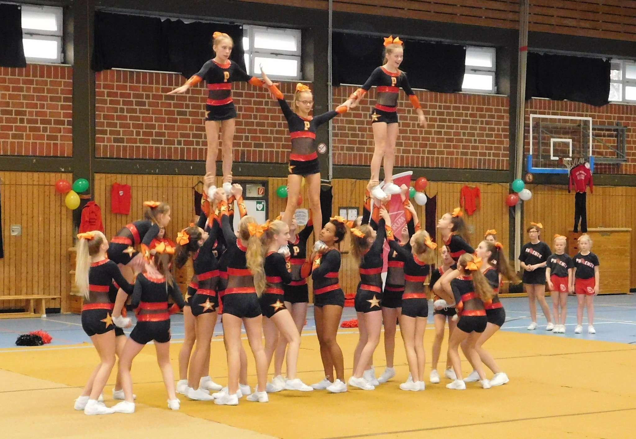 Die Cheerleader boten Einblick in ihre Choreografien.