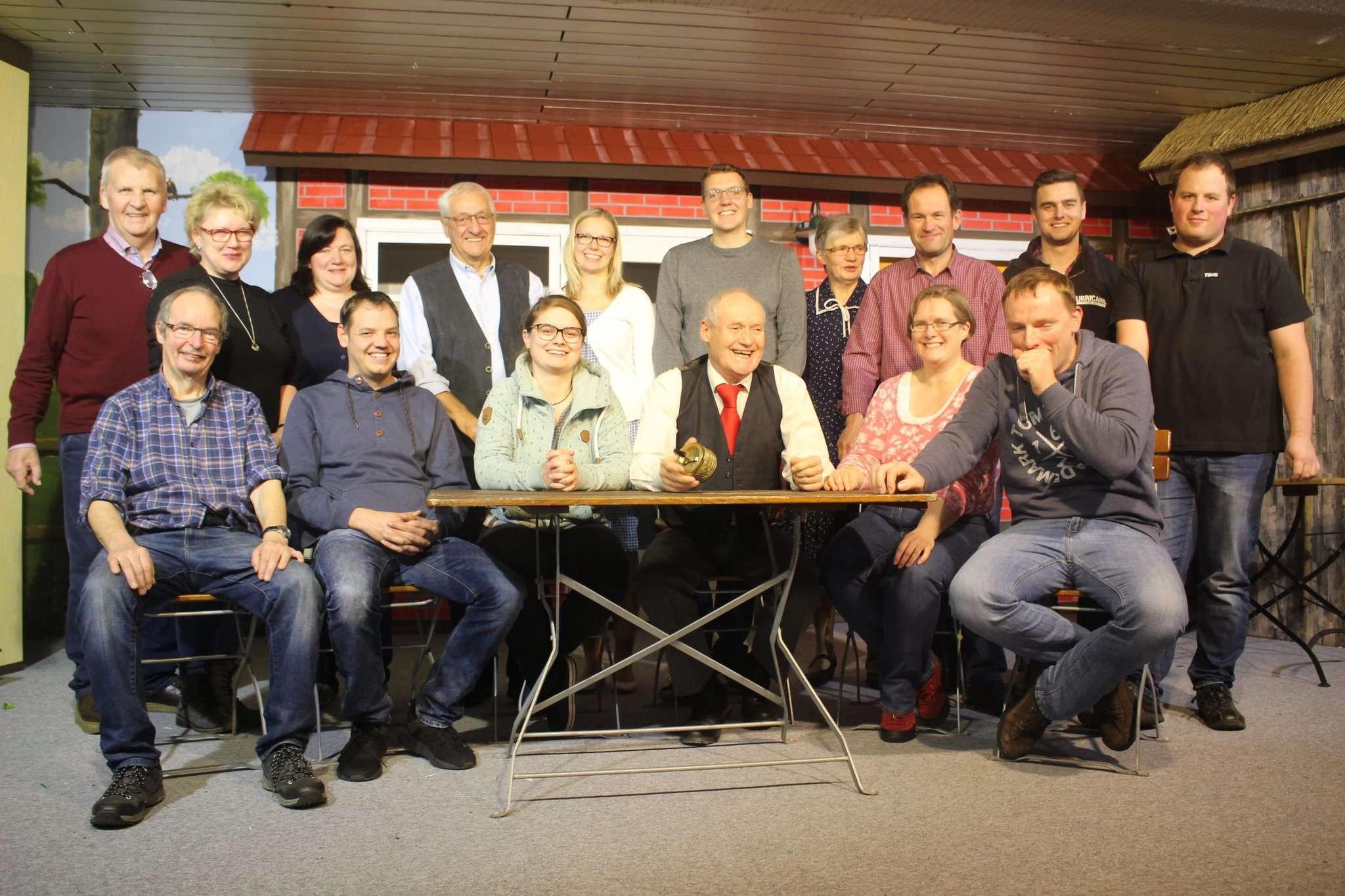 Ein eingespieltes Team: Die Laienschauspieler der Feuerwehr Hassendorf sehnen die Samstagspremiere der Komödie